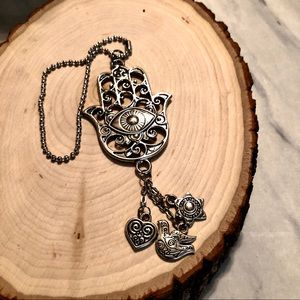 NEW WITHOUT TAGS HAND OF HAMSA CHARM